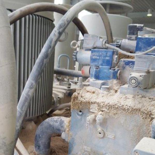 Kalksandsteinpresse, Partikel-Eintrag, Hydrauliköl pflegen