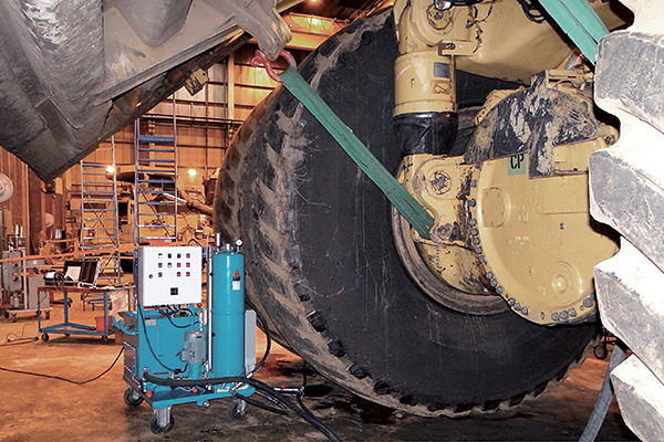 Mobiler Getriebeölfilter an Planetengetriebe, Muldenkipper Caterpillar